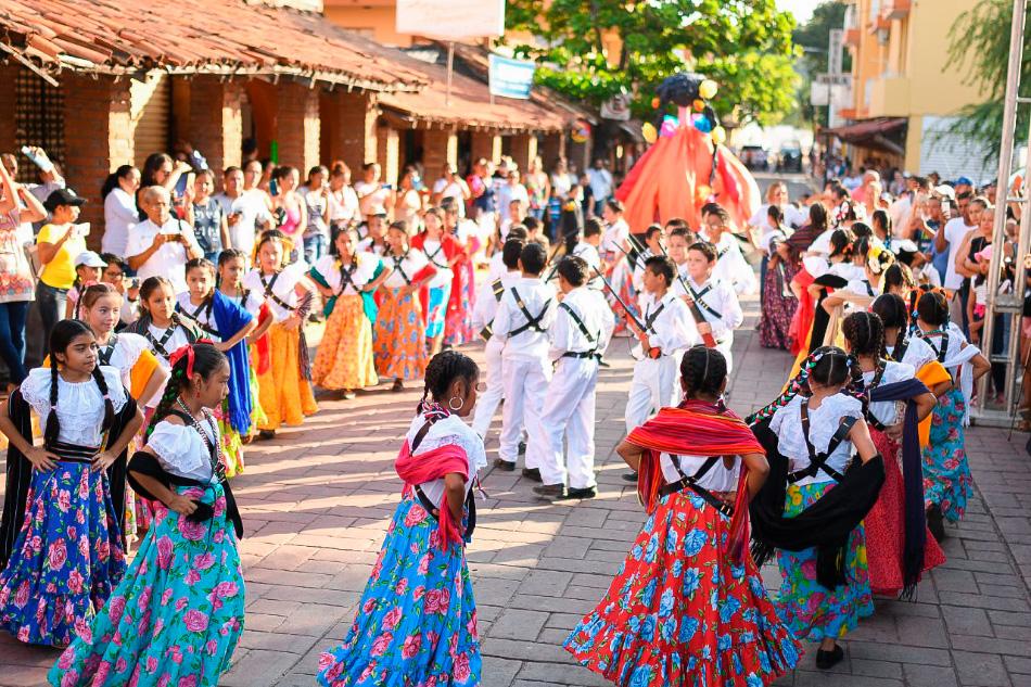desfile-20-de-nov-zihuatanejo-2019__.jpg