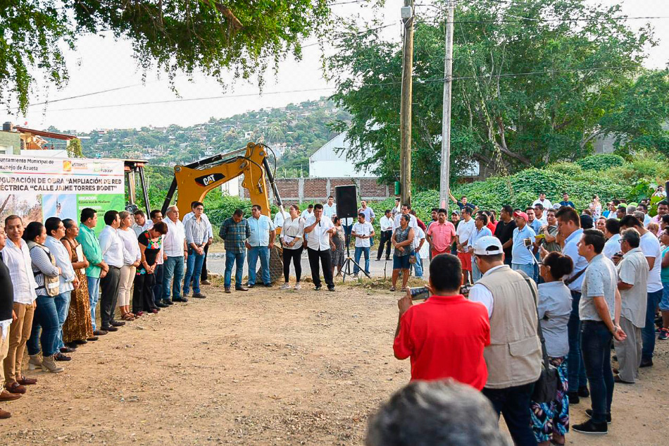 electrificacion_en_Vaso_Miraflores_zihuatanejo-_.jpg