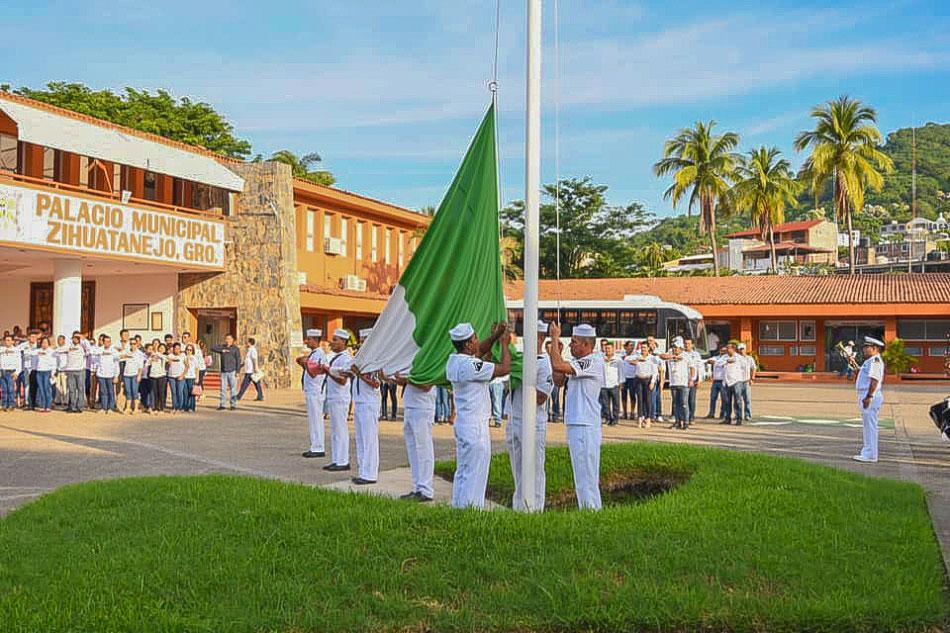 honores-a-la-bandera_nov_zihuatanejo-.jpg