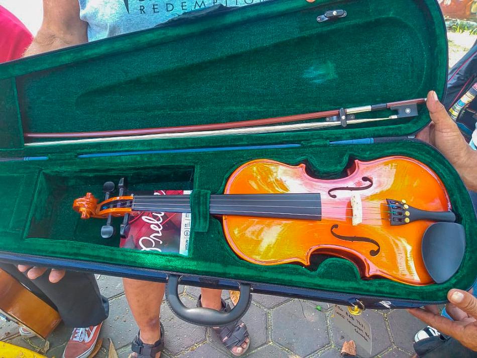 violin-donado-a-zihuatanejo-.jpg