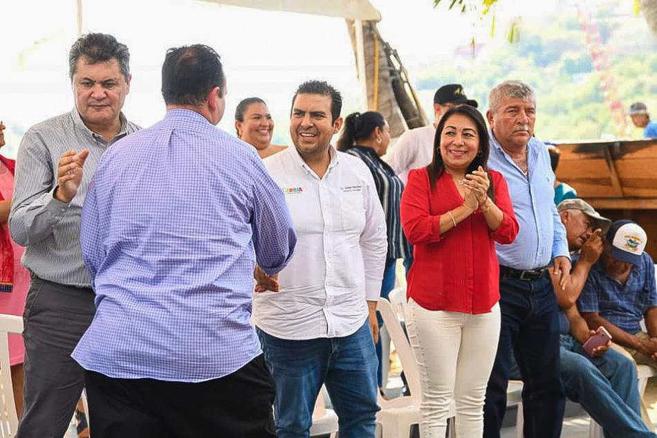 apoyos-a-pescadores-zihuatanejo-2019__.jpg
