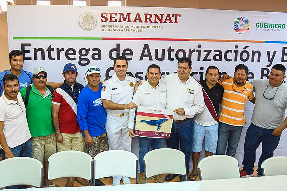 autorizacion-avistamientos-ballenas-oficial-ixtapa-zihuatanejo_.jpg