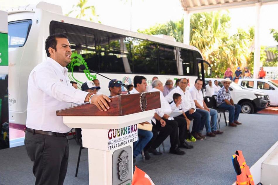 entrega-de-vahiculos-ayuntamiento-zihuatanejo_.jpg