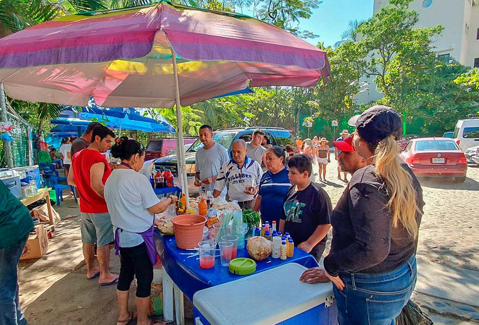 turistas_espera_ultimo_minuto_zihuatanejo.jpg