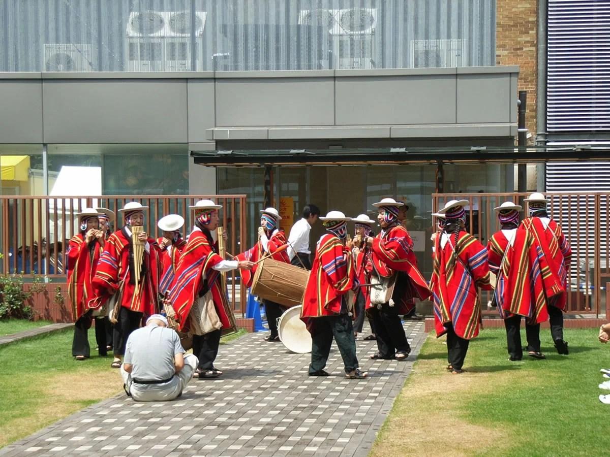 民族衣装で歌い踊る方々:国立科学博物館で「インカ・マヤ・アステカ展」を観る