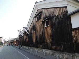 京都伏見、酒蔵の街並みを歩く