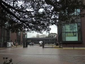 小雨がぱらつく東京都美術館:東京都美術館で『新印象派 - 光と色のドラマ』展を観る
