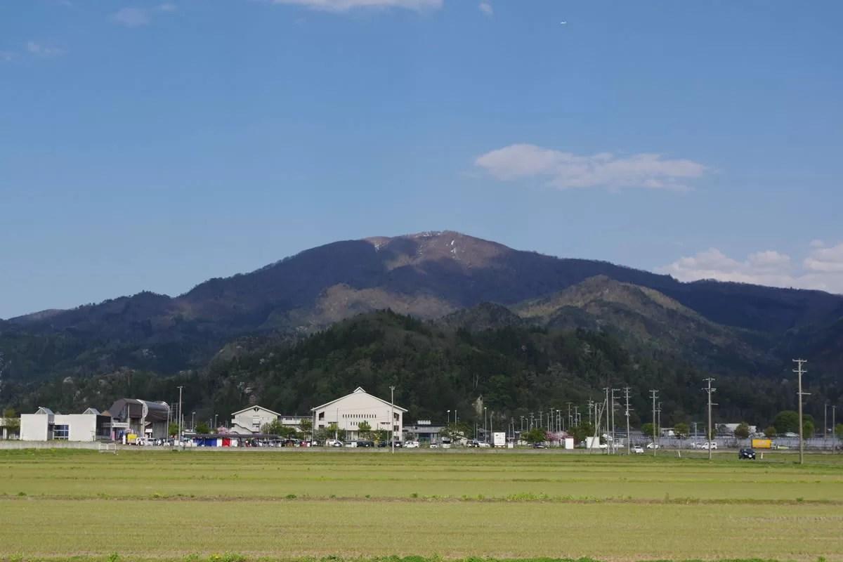 村山市の甑岳:村山市の甑岳全景