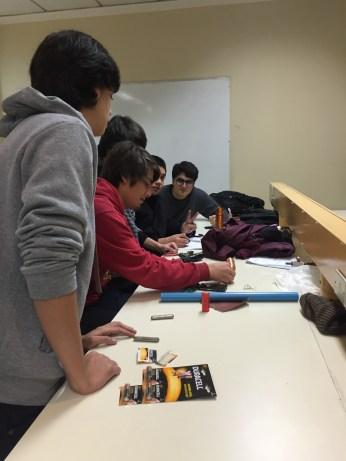 Equipo NSF trabaja en su experimento - tren magnetico