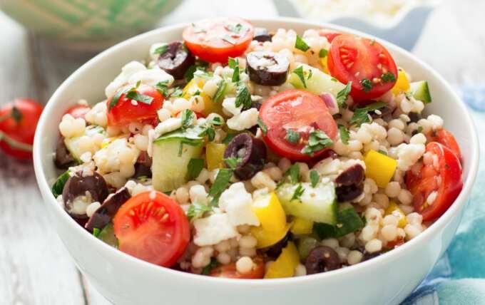 Сицилийский салат из кускуса с креветками