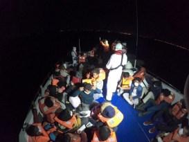 Çeşme açıklarında 40 düzensiz göçmen kurtarıldı