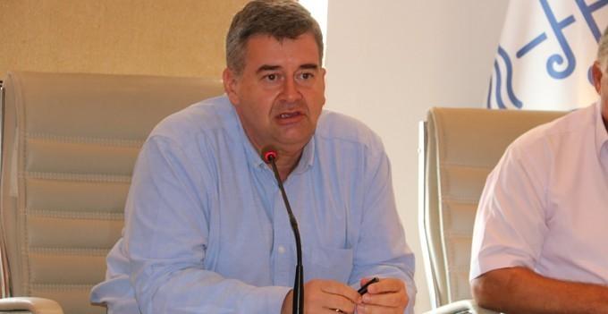 Çeşme Belediye Başkanı Ekrem Oran, mecliste baygınlık geçirdi