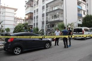 Eşini ve kuaför çalışanını vurup intihar etti