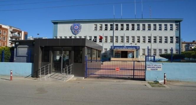 İzmir'de tırnakçılık yapan 4 zanlı yakalandı