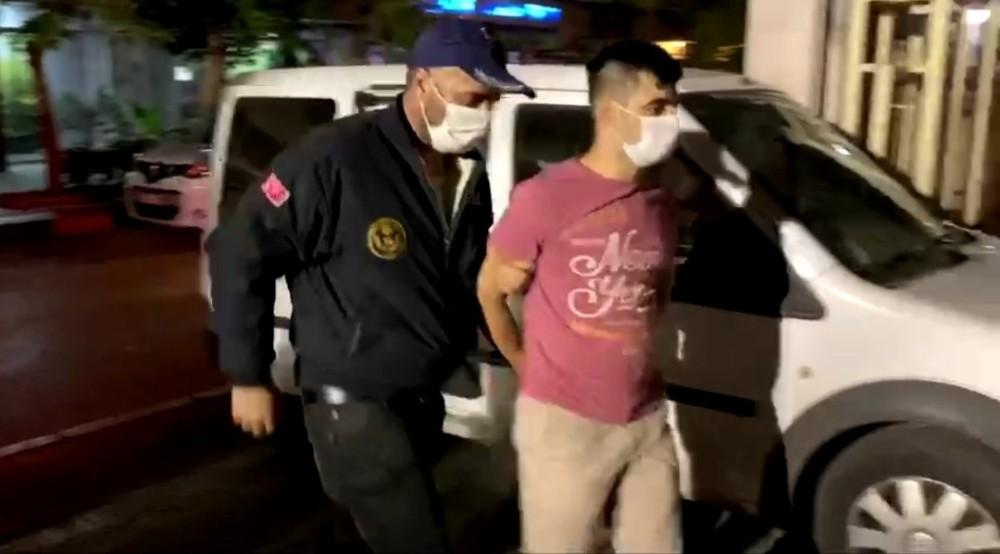 İzmir'de FETÖ operasyonu: 89 gözaltı