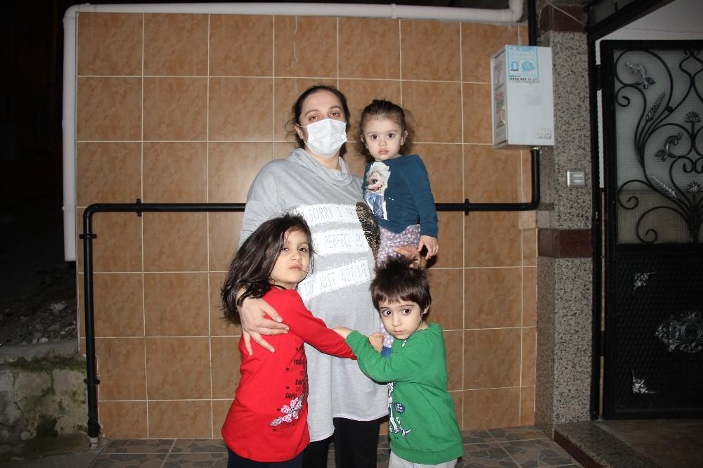 Dört çocukla enkaz altından kurtuldu