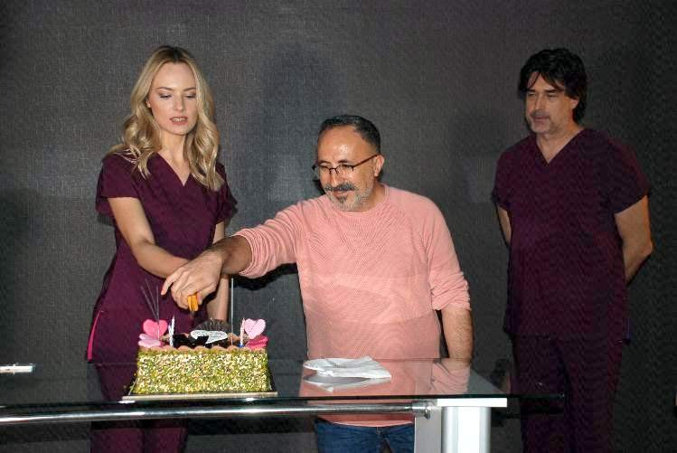 Şebnem Schaefer'a çekim sırasında sürpriz doğum günü