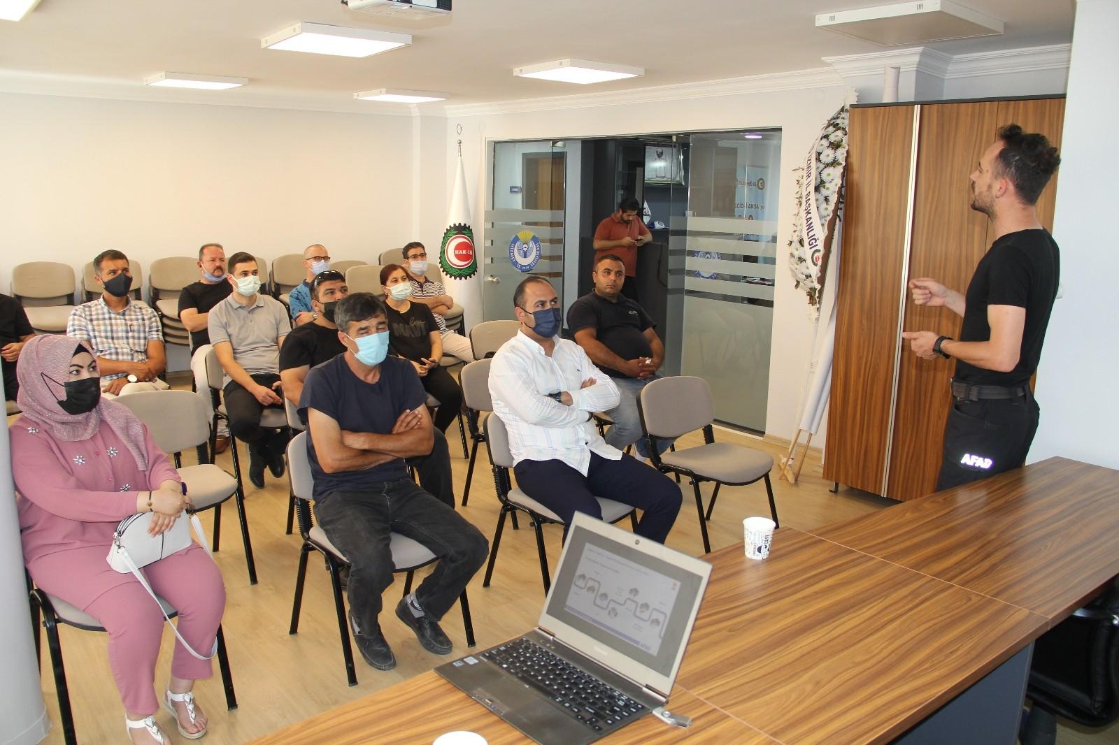 Hak-İş / Hizmet-İş İzmir Şubesinde afet farkındalık eğitimi