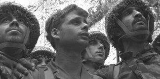 Ejtőernyősök a Siratófalnál, 1967 - fotó: David Rubinger / GPO