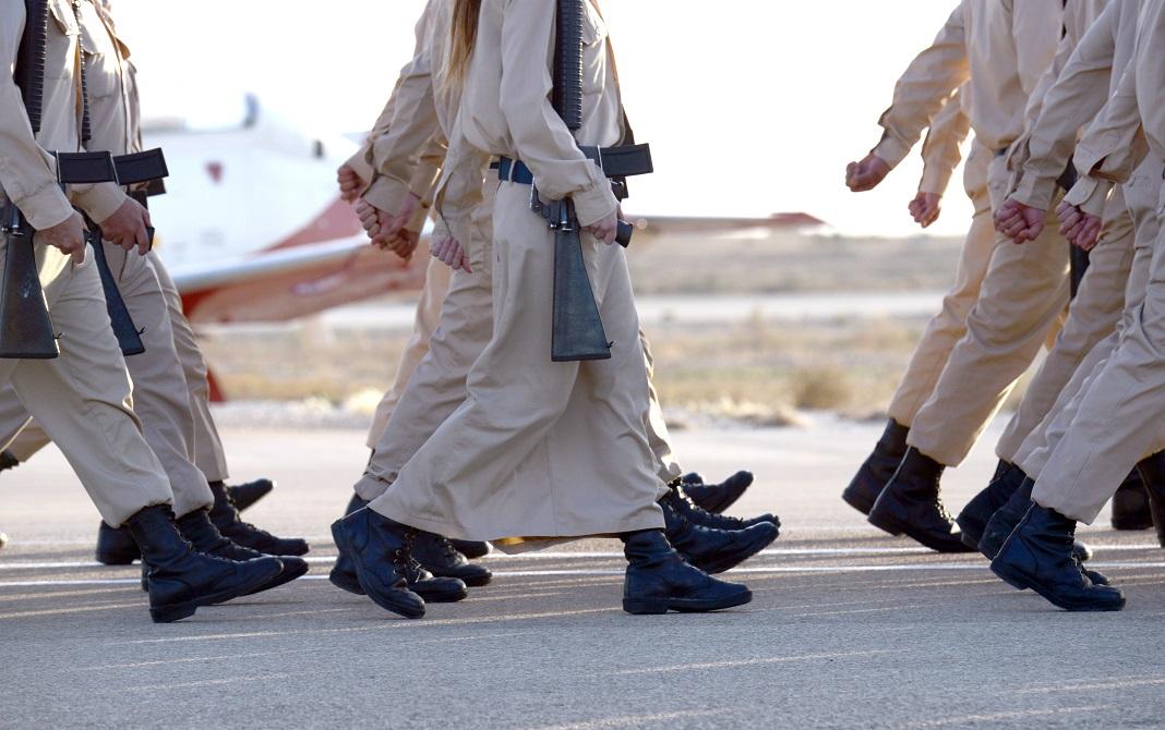 Vallásos izraeli katonák menetelnek - fotó: Haim Zach / GPO