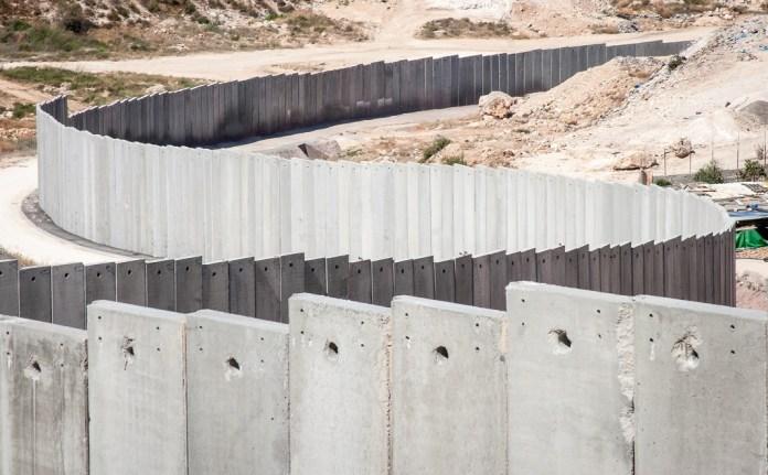 betonfal elvalasztofal az izraeli palesztin hataron