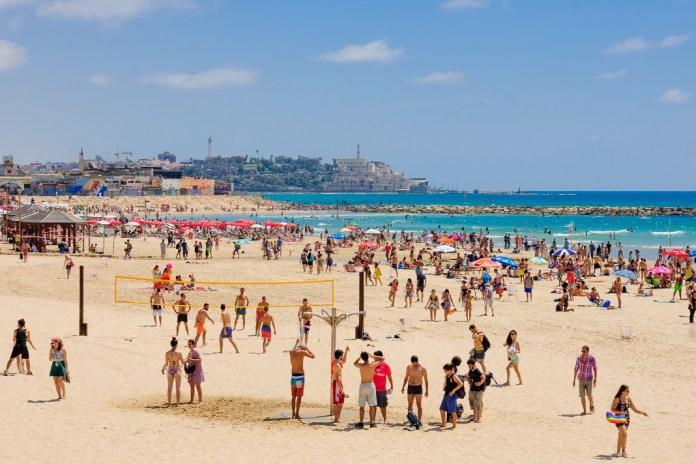 tel-aviv jaffo tengerpart strand nyar emberek