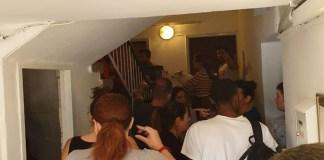 Tel-Avivi lépcsőház légiriadó alatt