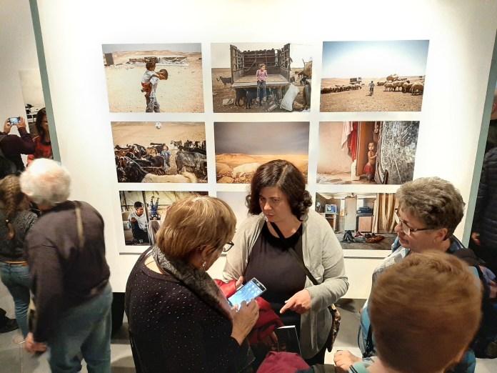 Bea a kiállításon - fotó: frankpeti / Izraelinfo