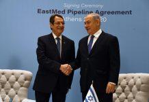 Benjamin Netanjahu Nikosz Anasztasziadisz ciprusi elnökkel a tengeralatti gázvezeték megépítéséről szóló megállapodás aláírási ceremóniáján - fotó: GPO