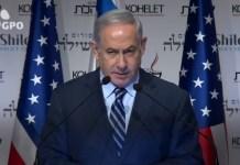 Benjamin Netanjahu amerikai zászlókkal
