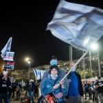 Tüntetők a Kikar Rabinon 2020 április 19-én. - fotó: Bea Bar Kallos / Izraelinfo