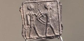 A megtalált agyagtáblácska - fotó: Izraeli Régészeti Hatóság