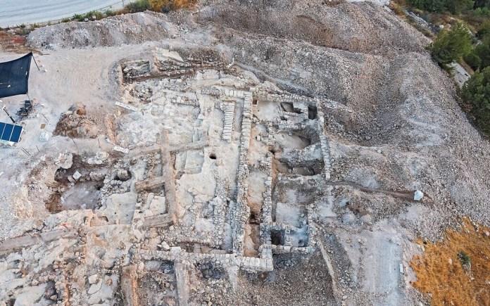 Légi felvétel a 2700 éves közigazgatási komplexum jeruzsálemi Arnona környéki ásatásairól - fotó: Yaniv Berman / Izrael Régészeti Hatóság