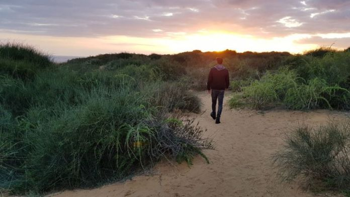 Izraeli férfi (Kobi) sétál a szép semmibe – Nagyobb a harmónia is, ha minden sérelmet kimondunk –