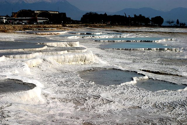 640px-Hot_springs_of_Pamukkale