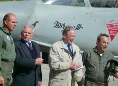 De gauche à droite Thierry Goetschmann, pilote Mirage, Cdts de corps Fernand Carrel et Arthur Moll, anciens patrons des Forces aériennes et Eric Chardonnen