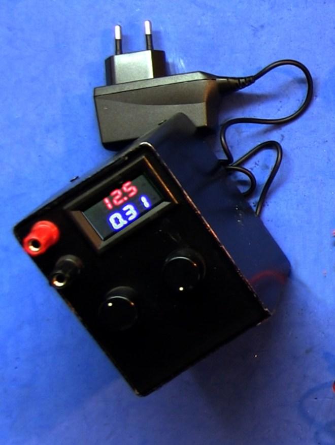 Carga de corriente constante, con valores máximos de 60V y 3A