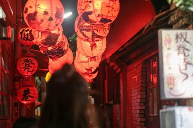 台南景點︱2020神農街燈會︱藝術街景︱意想不到的浪漫~各類美食店面與小吃