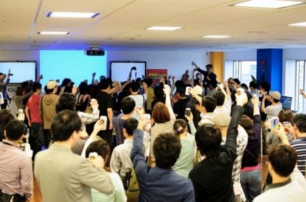 懇親会の乾杯: Photo by Yoshitaka Kato