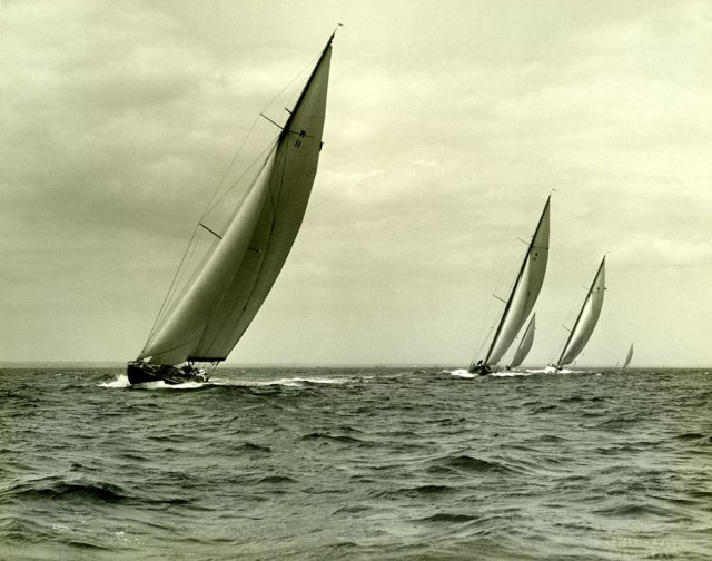 In addition to the J-boats, Tysnes sailors sailed other classes, too. These are M-boats in a regatta.