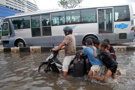 Banjir di Gunung Sahari, Jakarta. (FOTO RAKYAT MERDEKA)