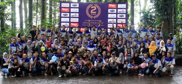 Ratusan risers Datsun keluartga besar DGCI Bandung Raya berpose bersama di Tahura Djuanda usai merayakan ulang tahun kedua komunitas ini. (DOK. DGCI BANDUNG RAYA)