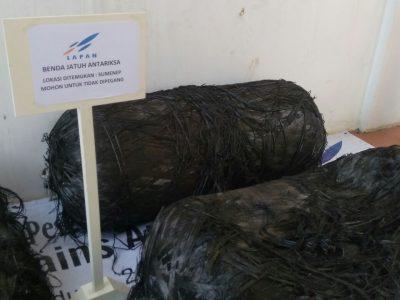 Benda jatuh yang ditemukan di Sumenep adalah pecahan roket. Lapan mengumumkannya di Kantor Lapan, Jumat (7/10). (jabartoday/avila dwiputra)