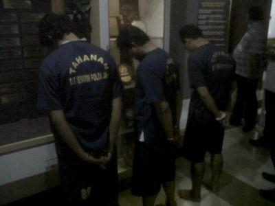 Para tersangka yang mengaku anggota KPK diringkus jajaran Polres Sukabumi Kabupaten, Sabtu (13/9). (JABARTODAY/AVILA DWIPUTRA)