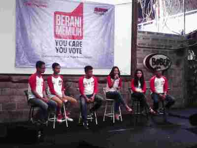 Deklarasi dukungan bagi Aburizal Bakrie dari anak muda yang bergabung di Epicentrum Kebangsaan di Bandung, Sabtu (5/4). (JABARTODAY/AVILA DWIPUTRA)