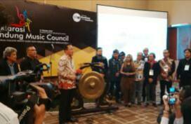 Kepala Bekraf Triawan Munaf meresmikan Bandung Music Council, Kamis (27/10). (jabartoday)