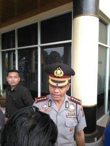 Kapolrestabes Bandung Kombes Hendro Pandowo menerangkan perkembangan kasus penikaman di Cigondewah, di sela acara Farewell and Welcome Parade Kapolda Jabar, di Mapolda Jabar, Jumat (16/12). (jabartoday/avila dwiputra)