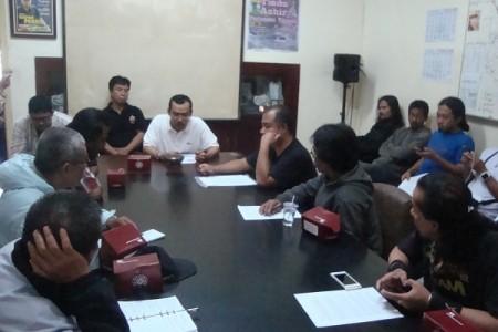 Pengaduan 'Penyelamat KBU' di DPKTLS Tegakkan hukum!DSC09742