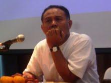 Wakil Ketua KPK Bambang Widjoyanto saat berbecara di depan mahasiswa yang tergabung dalam Jaringan Kekerabatan Antropologi Indonesia (JKAI), di Bale Sawala Unpad Jatinangor, Rabu (10/10).