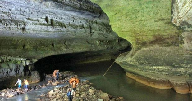 Objek Wisata Gua Sinjang Lawang Pangandaran